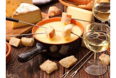 Käsefondue mit selbst gebackenem Baguette